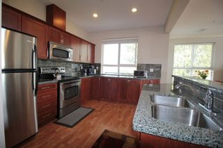 """Photo 5: 403 5430 201 Street in Langley: Langley City Condo for sale in """"Sonnet"""" : MLS®# R2168694"""