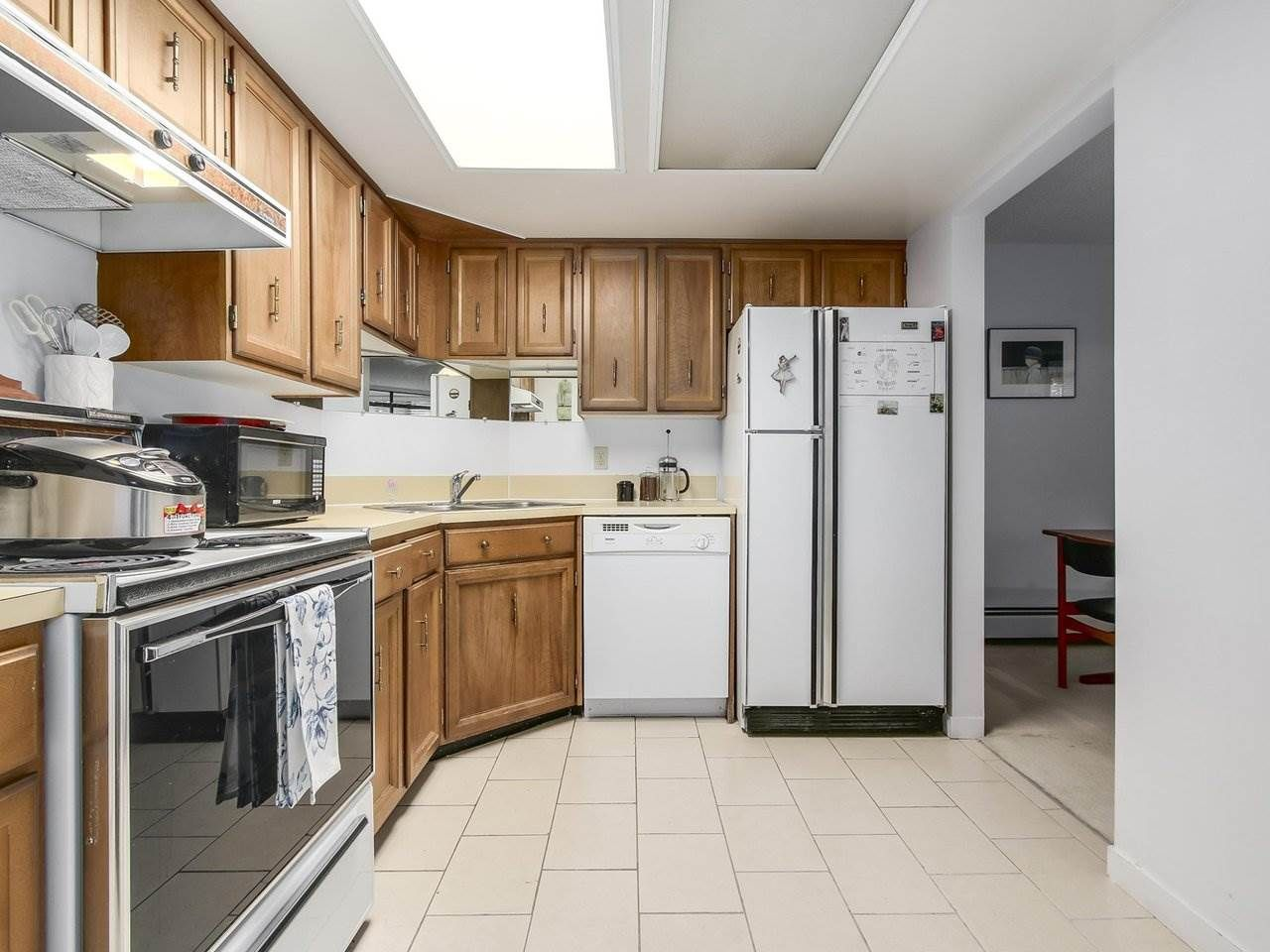 """Photo 7: Photos: 304 1480 FOSTER Street: White Rock Condo for sale in """"White Rock Square 1"""" (South Surrey White Rock)  : MLS®# R2231627"""