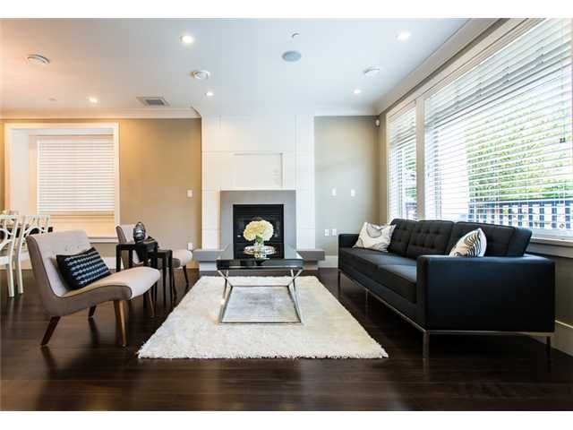 Main Photo: 19 W 17TH Avenue in Vancouver: Cambie House for sale (Vancouver West)  : MLS®# V948912