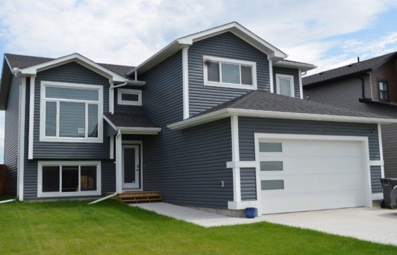 Main Photo: 411 Lakewood Way: Cold Lake House for sale : MLS®# E4225748