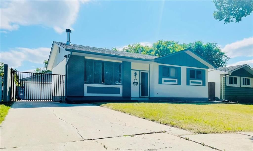 Main Photo: 38 Magenta Crescent in Winnipeg: Maples Residential for sale (4H)  : MLS®# 202116975