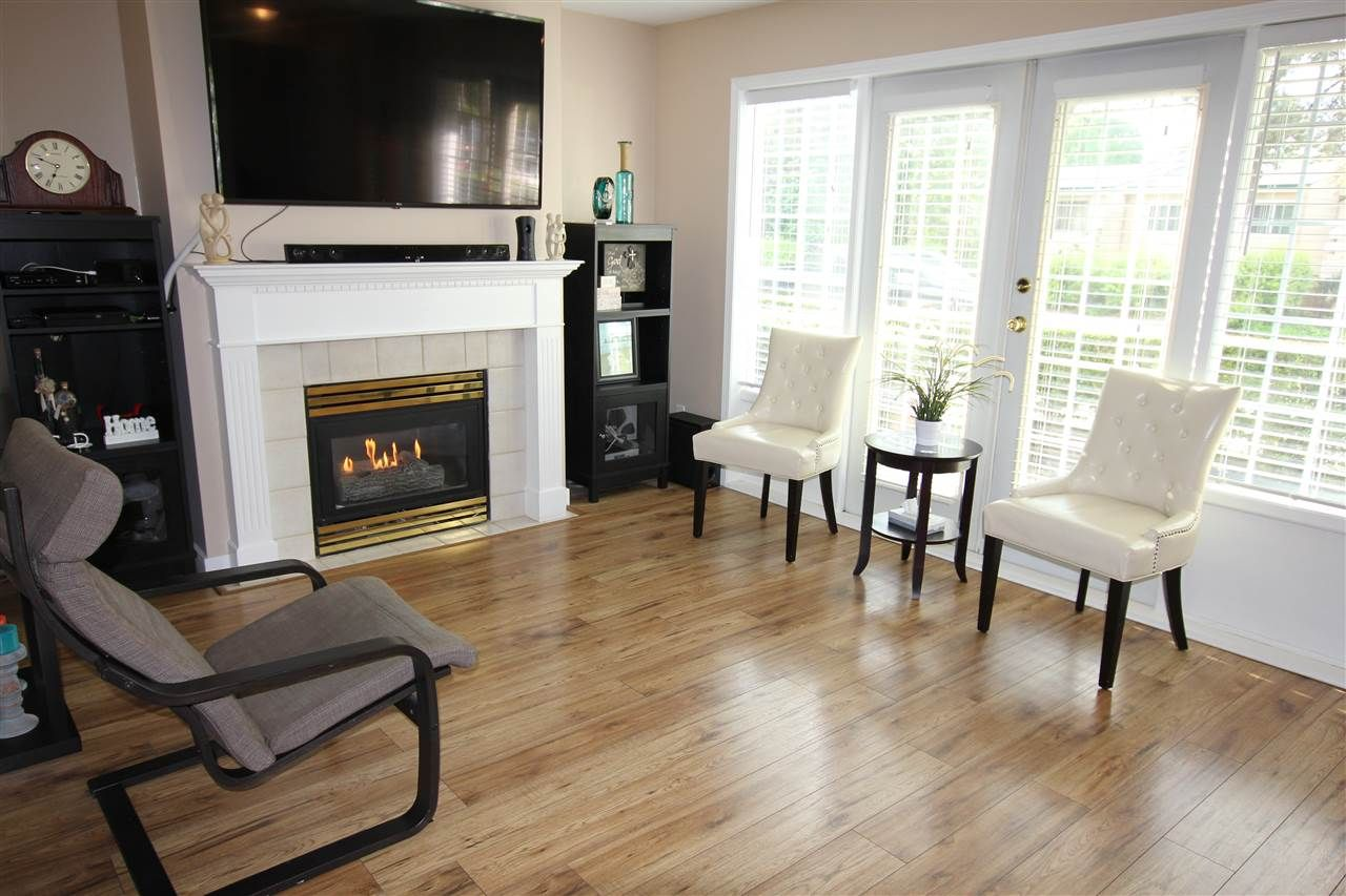 """Main Photo: 103 15258 105 Avenue in Surrey: Guildford Townhouse for sale in """"GEORGIAN GARDENS"""" (North Surrey)  : MLS®# R2369939"""