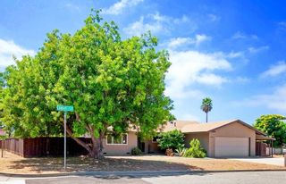 Photo 10: OCEANSIDE House for sale : 3 bedrooms : 1675 Avocado