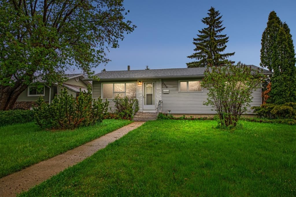 Main Photo: 2520 35 Street SE in Calgary: Southview Detached for sale : MLS®# A1110656