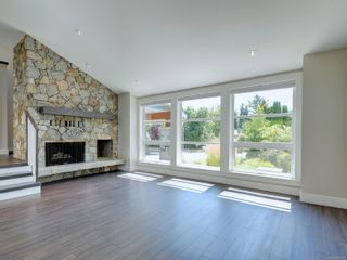 Photo 2: 3182 Wessex Close in : OB Henderson House for sale (Oak Bay)  : MLS®# 883456