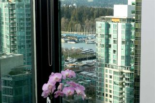 """Photo 3: 2106 1331 W GEORGIA Street in Vancouver: Coal Harbour Condo for sale in """"THE POINTE"""" (Vancouver West)  : MLS®# R2555682"""