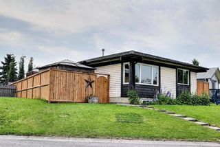 Photo 2: 110 Abalone Crescent NE in Calgary: Abbeydale Detached for sale : MLS®# A1127524