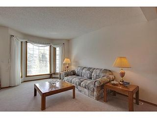 Photo 4: 20 EDGEBROOK Circle NW in Calgary: 2 Storey for sale : MLS®# C3569549