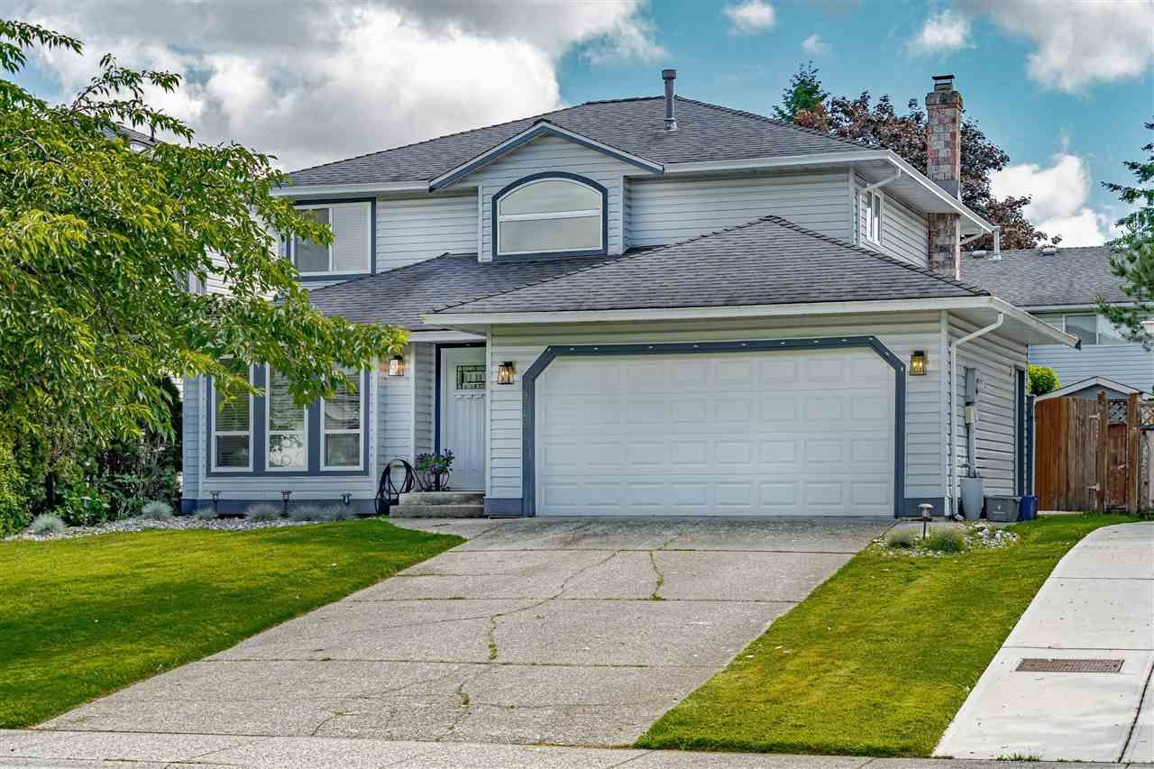 Main Photo: 9246 211B Street in Langley: Walnut Grove House for sale : MLS®# R2589833