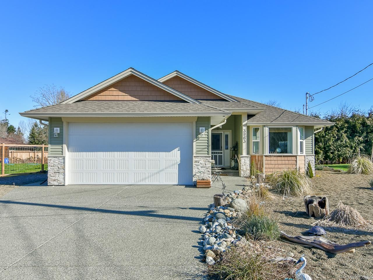 Main Photo: 3963 Thirsk Rd in CAMPBELL RIVER: CR Campbell River South House for sale (Campbell River)  : MLS®# 833882
