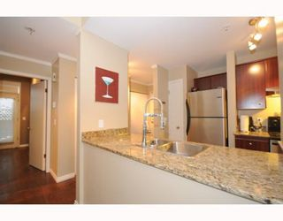 """Photo 3: 105 2250 W 3RD Avenue in Vancouver: Kitsilano Condo for sale in """"HENLEY PARK"""" (Vancouver West)  : MLS®# V755957"""