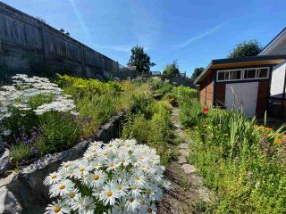 "Photo 35: 4750 WHITAKER Road in Sechelt: Sechelt District House for sale in ""DAVIS BAY"" (Sunshine Coast)  : MLS®# R2476766"