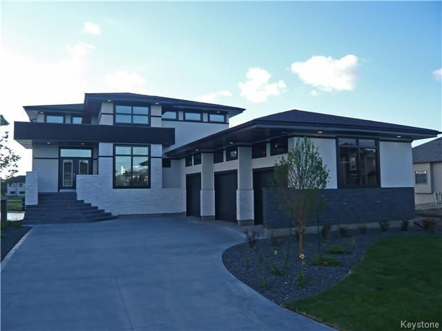 Main Photo: 129 Autumnview Drive in Winnipeg: Single Family Detached for sale (South Pointe)  : MLS®# 1525132