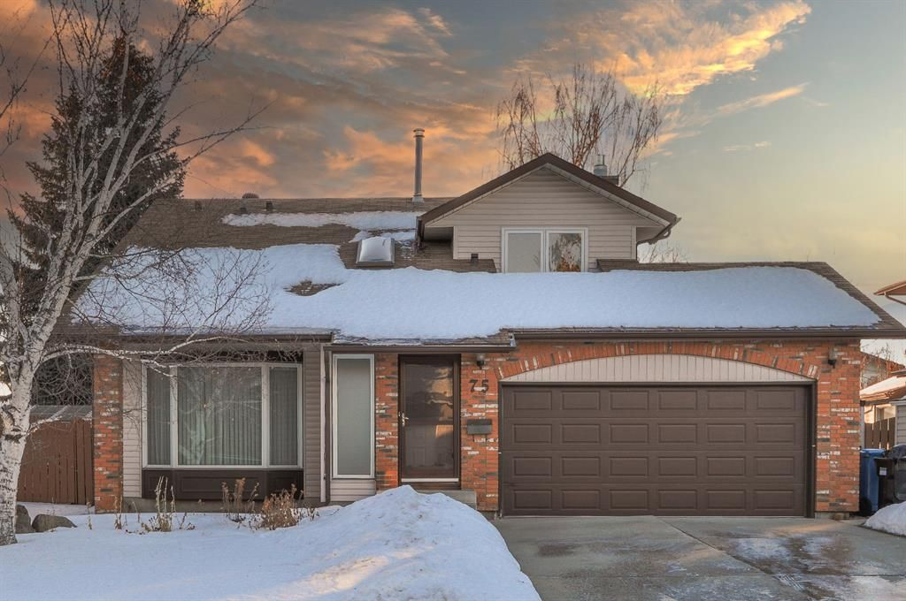 Main Photo:  in Calgary: Woodbine Detached for sale : MLS®# A1061023