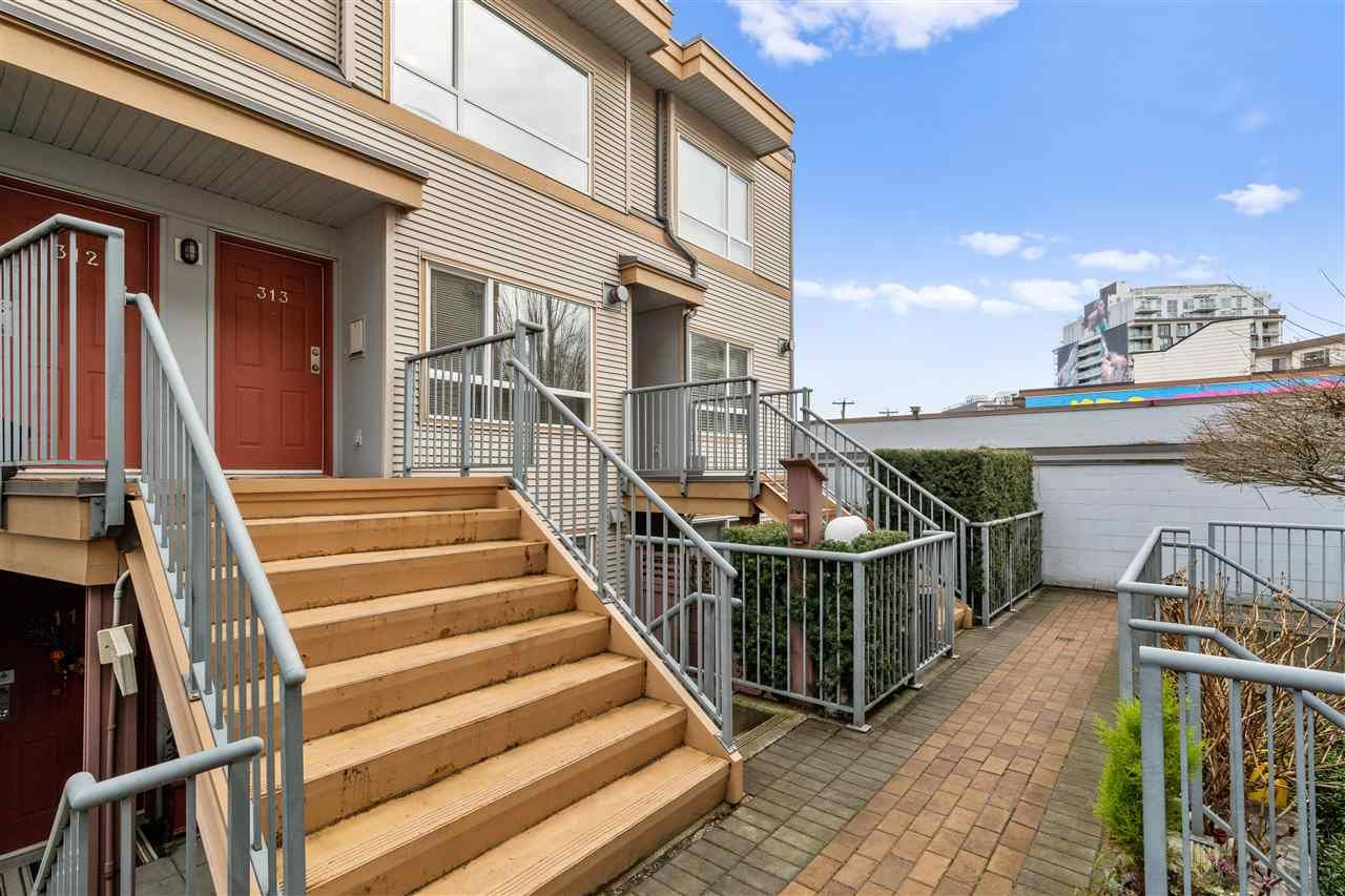 "Main Photo: 313 2688 WATSON Street in Vancouver: Mount Pleasant VE Townhouse for sale in ""Tala vera"" (Vancouver East)  : MLS®# R2433559"