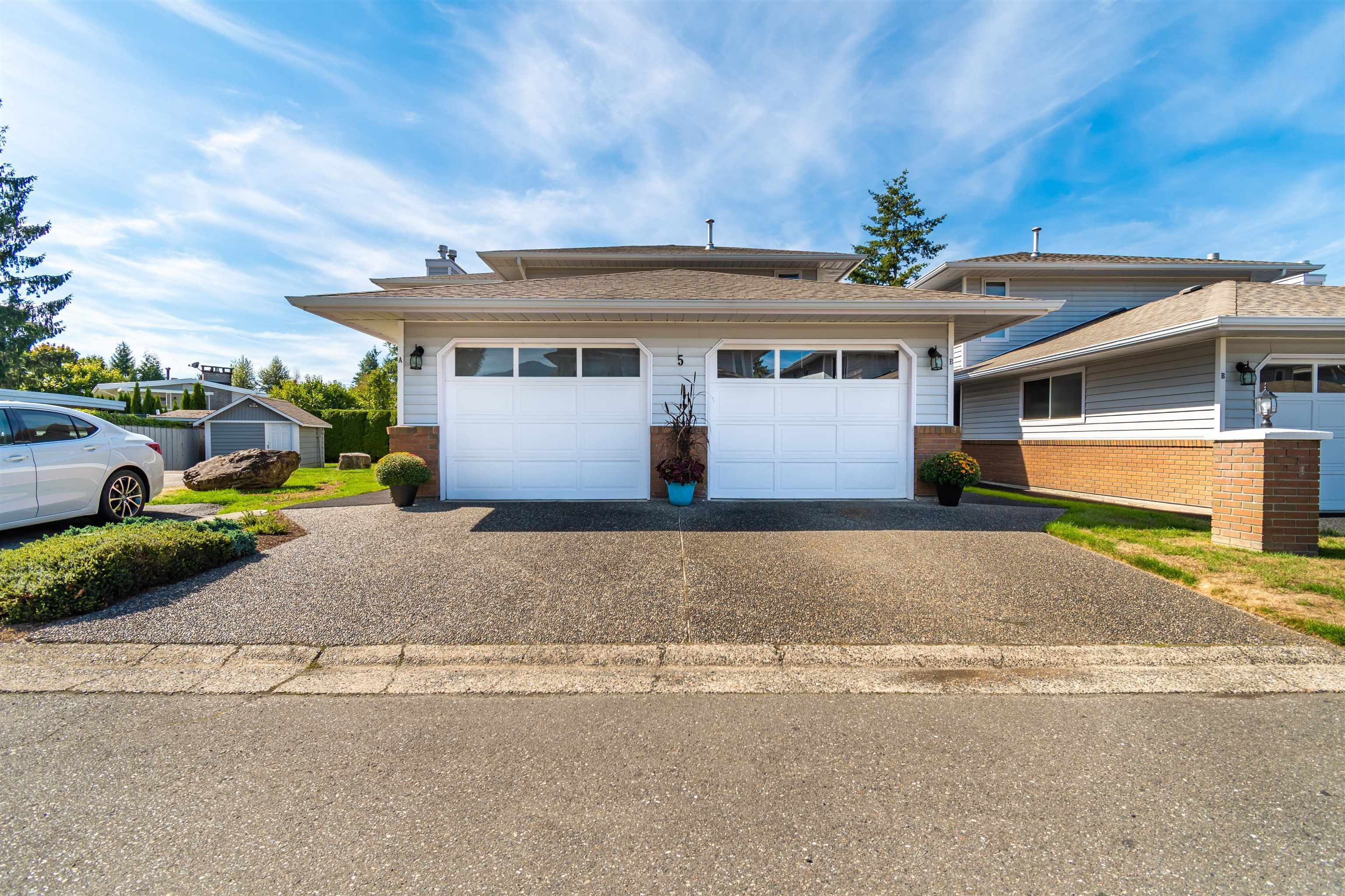 """Main Photo: 5B 46354 BROOKS Avenue in Chilliwack: Chilliwack E Young-Yale Townhouse for sale in """"Rosshire Mews"""" : MLS®# R2615074"""