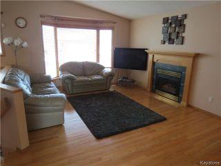 Photo 2: 235 Vineland Crescent in WINNIPEG: Fort Garry / Whyte Ridge / St Norbert Residential for sale (South Winnipeg)  : MLS®# 1422601
