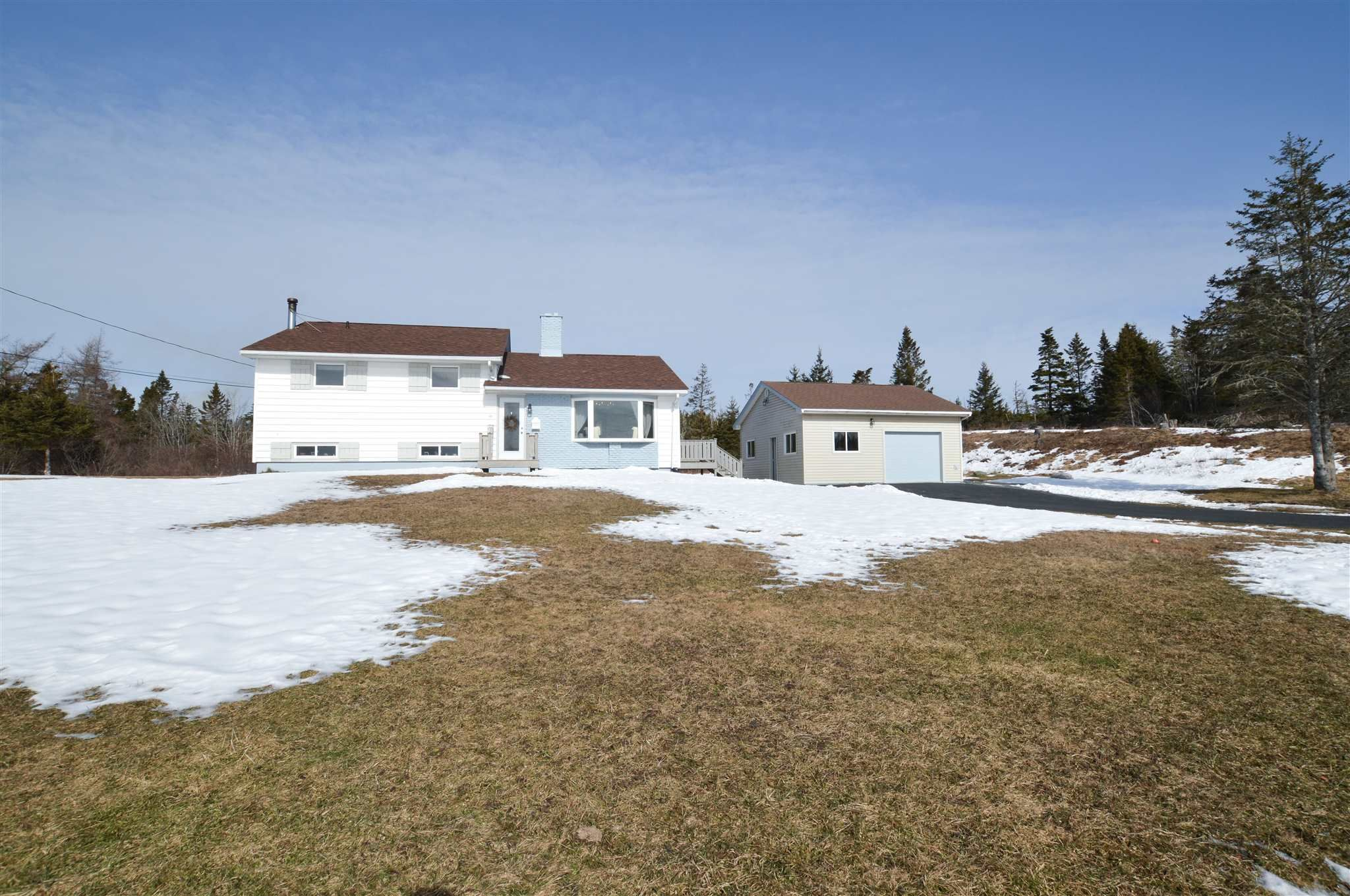 Main Photo: 1677 Ostrea Lake Road in Musquodoboit: 35-Halifax County East Residential for sale (Halifax-Dartmouth)  : MLS®# 202102985