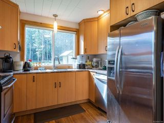 Photo 10: 5581 Seacliff Rd in COURTENAY: CV Courtenay North House for sale (Comox Valley)  : MLS®# 837166