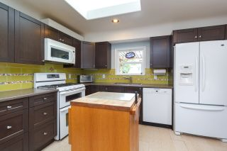 Photo 10: 1235/1237 Rudlin St in VICTORIA: Vi Fernwood House for sale (Victoria)  : MLS®# 791620