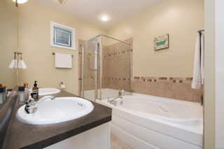 Photo 16: 571 Caselton Pl in : SW Royal Oak Row/Townhouse for sale (Saanich West)  : MLS®# 853628