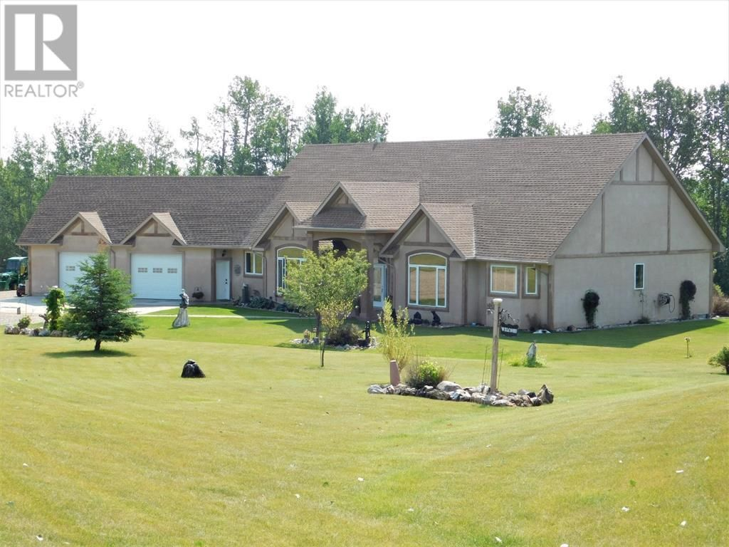 Main Photo: Executive Bungalow on 121 acres on the River!