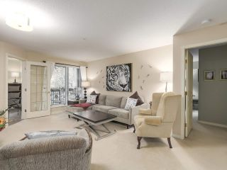 """Photo 3: 206 1144 STRATHAVEN Drive in North Vancouver: Northlands Condo for sale in """"Strathaven"""" : MLS®# R2217915"""