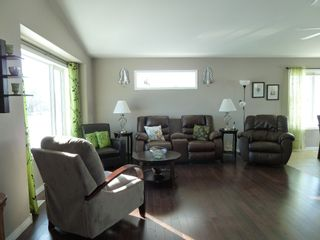 Photo 3: 28 Ash Avenue in Tyndall: Single Family Detached for sale : MLS®# 1604131