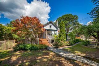 Photo 1: 706 Lindsay St in VICTORIA: SW Royal Oak House for sale (Saanich West)  : MLS®# 788621