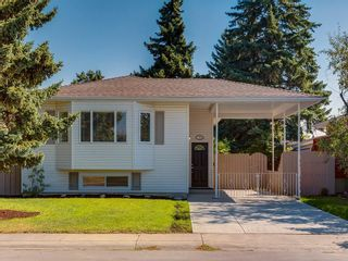 Photo 2: 11036 BRATON Place SW in Calgary: Braeside House for sale : MLS®# C4136035