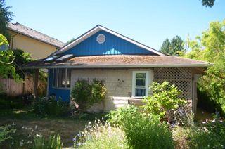 Photo 2: 2801 GORDON Avenue in Surrey: Crescent Bch Ocean Pk. House for sale (South Surrey White Rock)  : MLS®# R2603059
