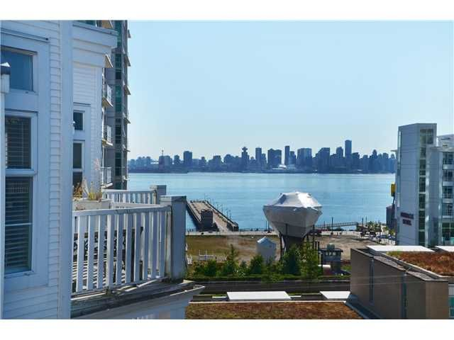 "Main Photo: 415 147 E 1ST Street in North Vancouver: Lower Lonsdale Condo for sale in ""CORONADO"" : MLS®# V974613"