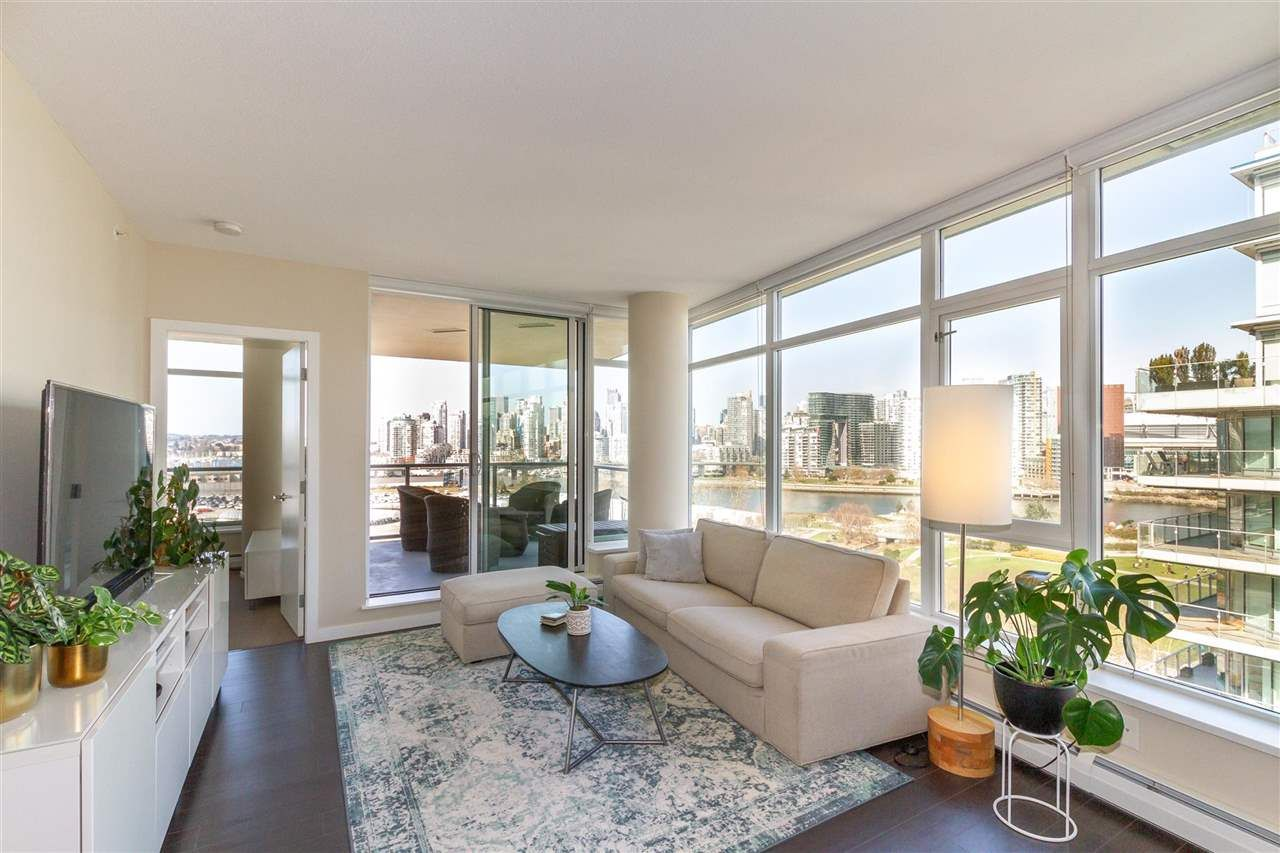 "Main Photo: 1008 1708 COLUMBIA Street in Vancouver: False Creek Condo for sale in ""Wall Centre- False Creek"" (Vancouver West)  : MLS®# R2560917"