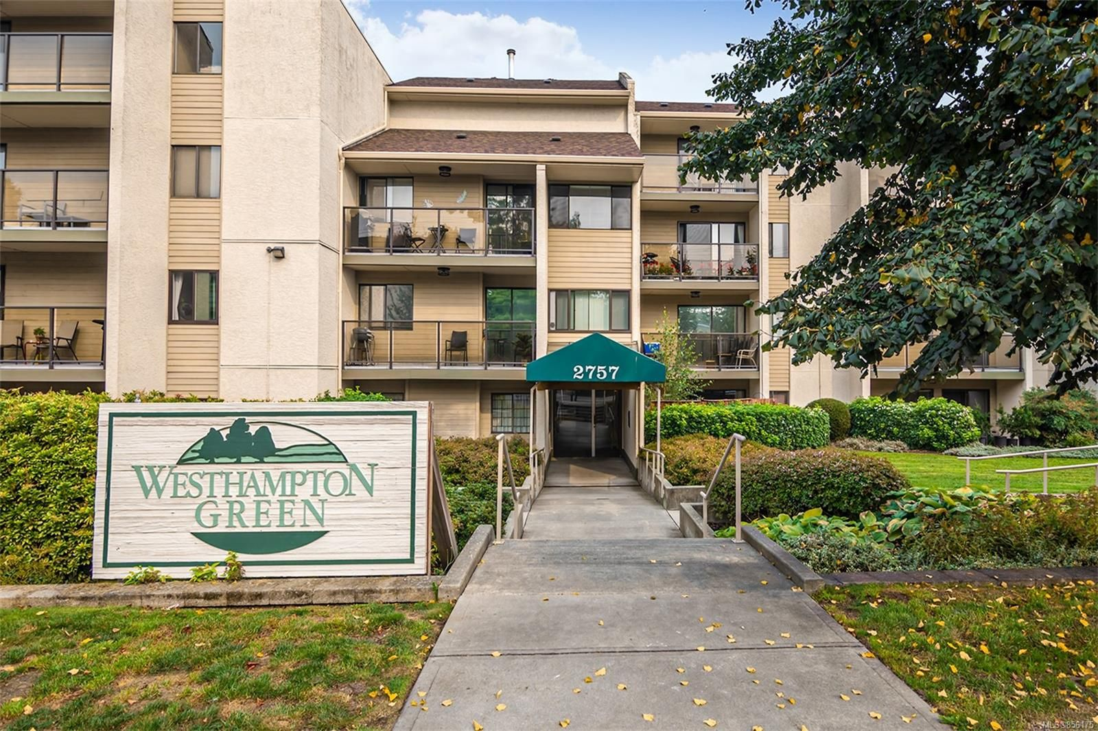 Main Photo: 110 2757 Quadra St in : Vi Hillside Condo for sale (Victoria)  : MLS®# 856175