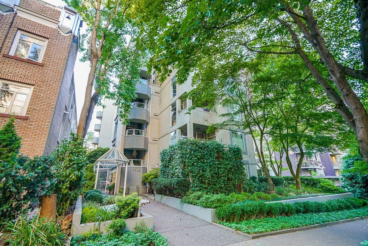 Main Photo: 105 1220 BARCLAY Street in Vancouver: West End VW Condo for sale (Vancouver West)  : MLS®# R2619630