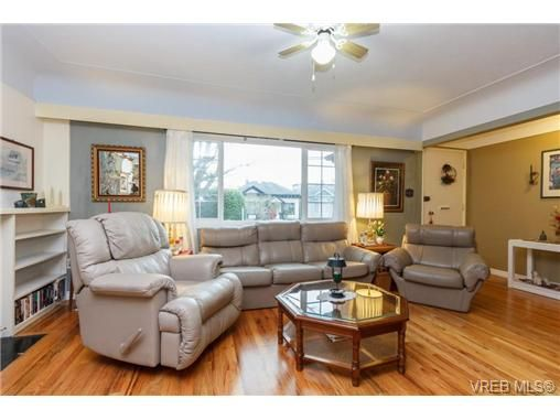 Photo 2: Photos: 1716 Fernwood Rd in VICTORIA: Vi Fernwood House for sale (Victoria)  : MLS®# 691465