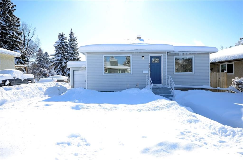 Main Photo: 1635 22 Avenue NW in Calgary: Capitol Hill House for sale : MLS®# C4165115