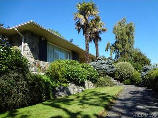 Photo 2: 3220 BEACH Drive in VICTORIA: OB Uplands Residential for sale (Oak Bay)  : MLS®# 313381