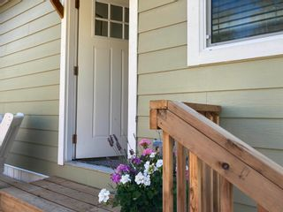 """Photo 10: 177 1413 SUNSHINE COAST Highway in Gibsons: Gibsons & Area Manufactured Home for sale in """"THE POPLARS"""" (Sunshine Coast)  : MLS®# R2604177"""