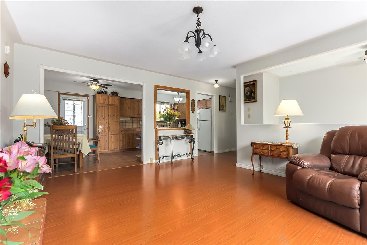 Photo 5: Photos: 7656 JUNIPER Street in Mission: Mission BC House for sale : MLS®# R2295491