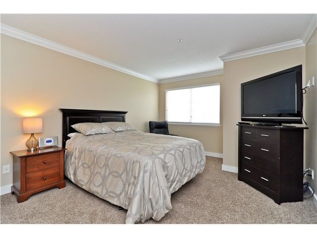 """Photo 5: Photos: 210 19131 FORD Road in Pitt Meadows: Central Meadows Condo for sale in """"WOODFORD MANOR"""" : MLS®# V996523"""