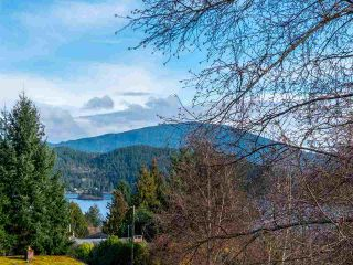 Photo 13: 715 HILLCREST Road in Gibsons: Gibsons & Area House for sale (Sunshine Coast)  : MLS®# R2547404