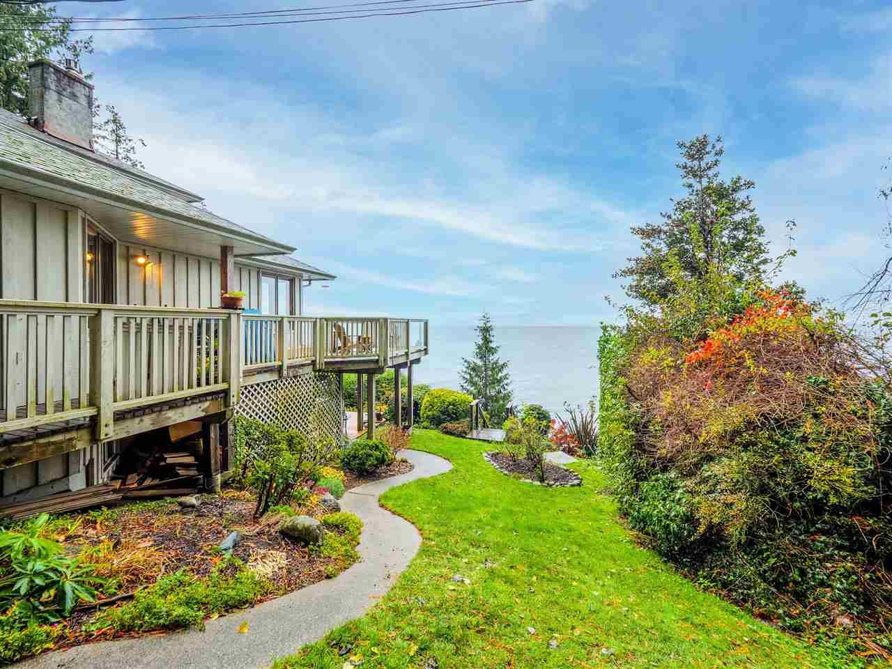 Main Photo: 3427 BEACH Avenue: Roberts Creek House for sale (Sunshine Coast)  : MLS®# R2519025