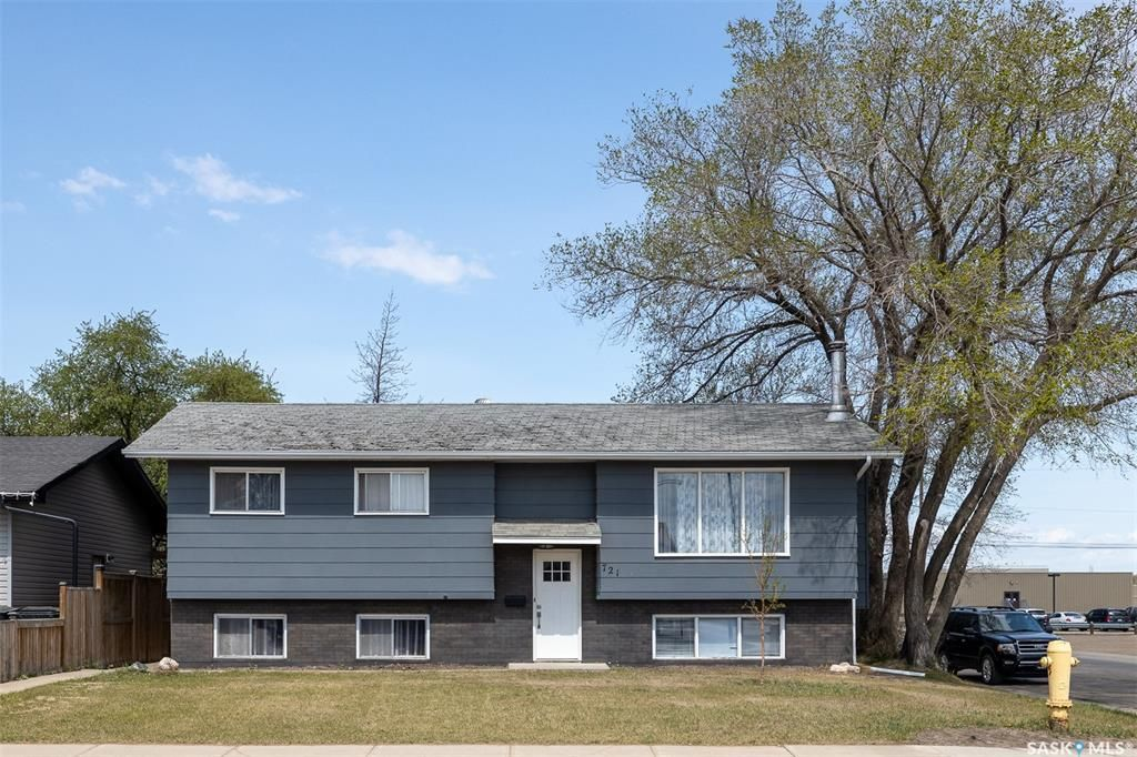 Main Photo: 721 4th Street South in Martensville: Residential for sale : MLS®# SK855187