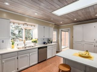 Photo 8: 12370 SEACREST Drive: Crescent Bch Ocean Pk. Home for sale ()  : MLS®# F1433450