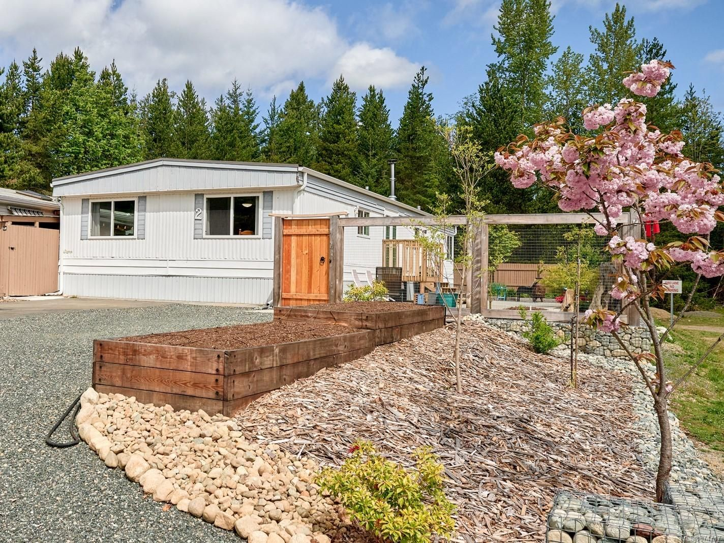 Main Photo: 2 2100 Errington Rd in : PQ Errington/Coombs/Hilliers House for sale (Parksville/Qualicum)  : MLS®# 874747