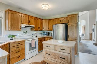 Photo 9: 128 Shawinigan Way SW in Calgary: Shawnessy Detached for sale : MLS®# A1125201