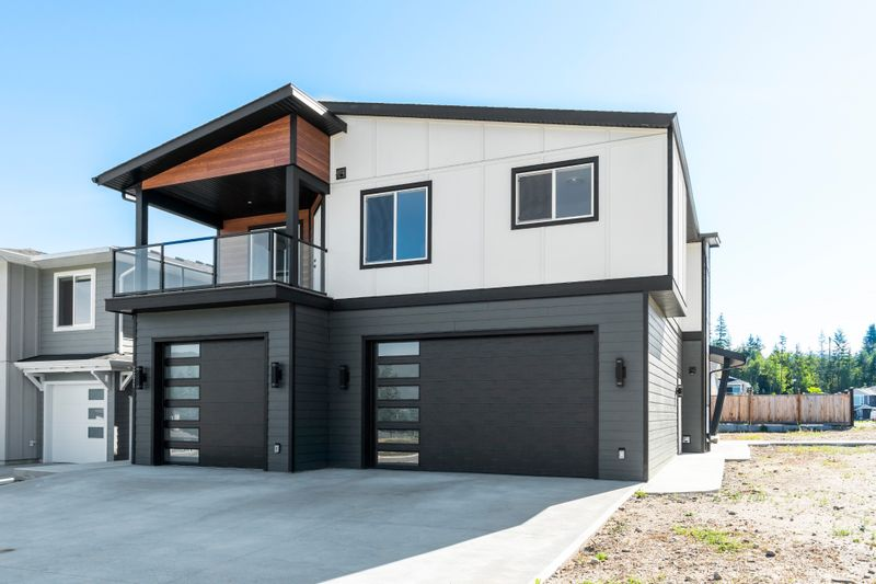 FEATURED LISTING: 2271 14th Avenue Southeast Salmon Arm