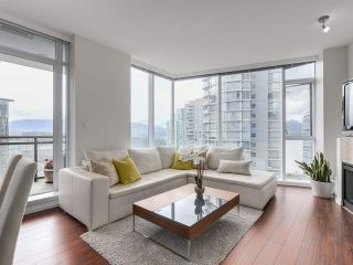 """Photo 3: 1705 1211 MELVILLE Street in Vancouver: Coal Harbour Condo for sale in """"THE RITZ"""" (Vancouver West)  : MLS®# R2173539"""