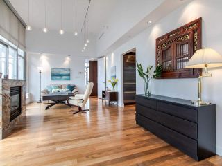 "Photo 2: PH3 1050 SMITHE Street in Vancouver: West End VW Condo for sale in ""STERLING"" (Vancouver West)  : MLS®# R2495075"
